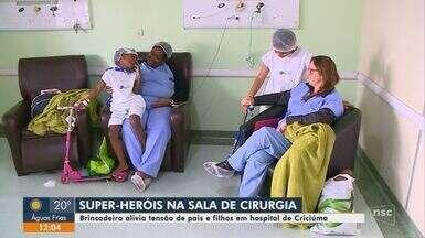 Brincadeiras amenizam tensão e ansiedade antes de cirurgias em hospital de Criciúma - Brincadeiras amenizam tensão e ansiedade antes de cirurgias em hospital de Criciúma