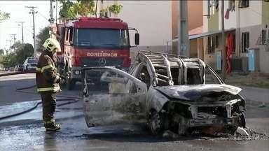 Polícia do Ceará registra 22 ataques criminosos desde o fim de semana - Somente nesta segunda-feira (23) foram 13 ataques. Em Fortaleza, bandidos incendiaram vans, ônibus e carros das concessionárias de água e luz.