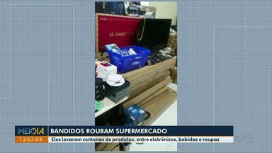 Bandidos roubam supermercado - Eles levaram centenas de produtos, entre eletrônicos, bebidas e roupas.