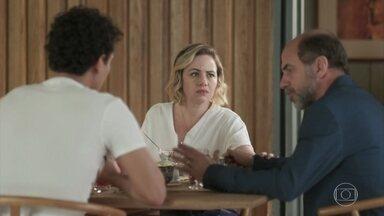 Max e Regina acreditam que Osório mentiu sobre Guga - Guga impede o pai de ligar para Osório e falar umas verdades pra ele