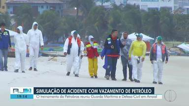 Petrobras faz treinamento para situações de vazamento de óleo em Arraial do Cabo, no RJ - Ação faz parte de medidas determinadas pelo Ministério Público Federal depois do vazamento de óleo de atividades da estatal em abril deste ano.