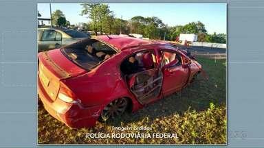 Motorista fica feriado depois de fugir da polícia - Foram quatro quilômetros de perseguição. O motorista perdeu o controle do veículo e capotou.