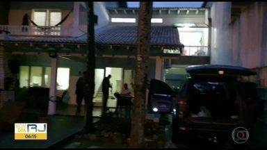 Polícia prende miliciano que agia em comunidades da Zona Oeste - A polícia prendeu na manhã desta sexta (27), Marcos Vinícius Gomes Dias, conhecido como Panelada. O miliciano foi preso num condomínio de luxo na Barra da Tijuca.