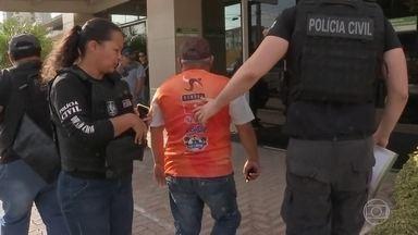 Polícia do Ceará faz operação para prender suspeitos de ataques no estado - Polícia militar já deteve mais de 30 pessoas de um total de 100 mandados de prisão.