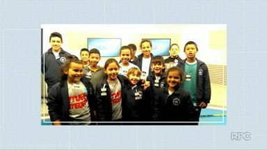 Crianças participam do Meio-dia Paraná - Vídeos são enviados pela internet.