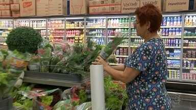 Pesquisa mostra otimismo dos supermercados com as vendas no 2º semestre - A liberação do FGTS e a proximidade do fim do ano deixaram o varejo otimista - principalmente os supermercados. Uma pesquisa de confiança dos supermercados do estado de São Paulo mostrou que a expectativa em vendas cresceu 14%.