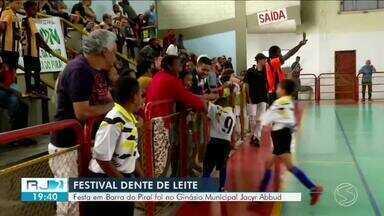 Festival Dente de Leite de Futsal reúne jogadores e familiares em Barra do Piraí - Jogo aconteceu no Ginásio Municipal Jacyr Abbud.