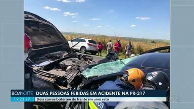 Duas pessoas ficam feridas em acidente na PR-317 - Dois carros bateram de frente em uma reta.
