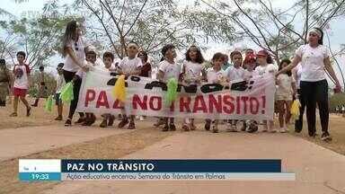 Crianças fazem ato pedindo paz no trânsito - Crianças fazem ato pedindo paz no trânsito