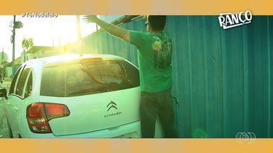 RANÇO! - Carros estacionados na calçada - Nesta semana, os nossos apresentadores abordaram um problema dos grandes centros do Brasil: motoristas que estacionam carros em cima das calçadas. A Ana Paim e o Seu Waldemar demonstraram estes inconvenientes e tentaram conscientizar os motoristas para que percam esse hábito.