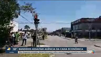 Perseguição a bandidos que invadem agência bancária no Tatuquara - Um ladrão foi morto.