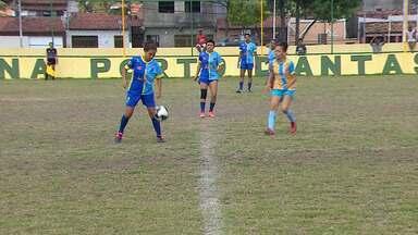 Meninas enxergam na Taça das Favelas uma oportunidade de seguir carreira no futebol - Competição chegou às disputas das semifinais.