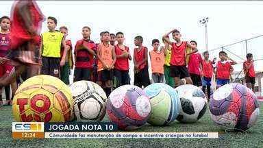 Comunidade faz manutenção de campo e incentiva crianças no futebol no ES - Campo fica no bairro São Marcos em Aracruz.