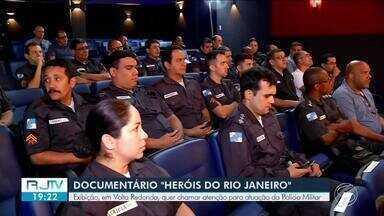 """Documentário sobre realidade é exibido no Teatro Gacemss em Volta Redonda - """"Heróis da cidade"""" tem objetivo de chamar atenção para atuação da Polícia Militar."""