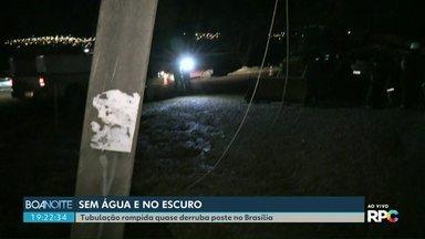 Moradores do Brasília ficam sem água e sem luz - Poste cedeu e fios arrebentaram depois de rompimento de tubulação.