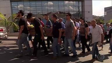 Brumadinho ainda enterra seus mortos 8 meses após rompimento de barreira - Mais um corpo foi encontrado, o de um funcionário da Vale. Número de mortos chega a 250; 20 pessoas continuam desaparecidas.