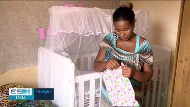 Motorista que ajudou mãe a ter parto em ambulância conhece a bebê, em Sooretama, no ES - Veja como foi o reencontro.