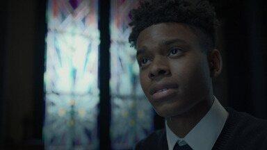 Vidro Manchado - Tandy tenta fugir do detetive O'Reilly, mas ele se aproxima cada vez mais dela. Tyrone usa uma sacerdotisa para obter as respostas que deseja.