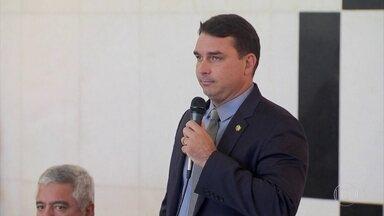 Gilmar Mendes suspende todas as investigações contra Flávio Bolsonaro - O ministro do Supremo Tribunal Federal atendeu a um pedido da defesa do senador do PSL.