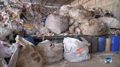 Campo Limpo Paulista continua sem coleta de material reciclado - A população de Campo Limpo Paulista (SP) continua sem a coleta de material reciclável. Segundo a cooperativa que faz o trabalho de separação dos materiais, desde 2017, a prefeitura não paga o caminhão que passava pelos bairros.