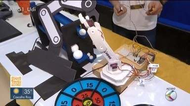 Competição da UFU avalia garras mecânicas em Uberlândia - O objetivo é construir garra robótica e controlar com movimentos do próprio corpo. Segundo organização, mais de 30 pessoas estão inscritas.