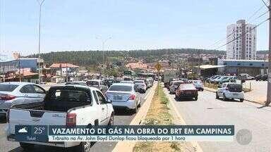 Vazamento de gás em obra do BRT bloqueia trânsito na Av. John Boyd Dunlop, em Campinas - Incidente começou na manhã desta quarta-feira (2); vazão foi contida por volta das 12h (de Brasília). Segundo a Comgás, não houve risco de explosão.