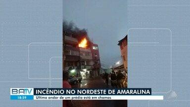 Incêndio atinge prédio no bairro Nordeste de Amaralina, em Salvador, e assusta moradores - Caso ocorreu na tarde desta quarta-feira (2). Não há informações sobre feridos.