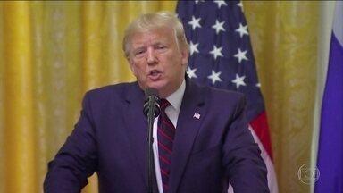 Processo de impeachment acirra disputa entre Trump e Congresso - Trump voltou a negar qualquer irregularidade, e atacar a oposição. Democratas disseram que qualquer tentativa de interferir na investigação vai ser considerada obstrução de justiça.