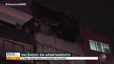 Incêndio atinge apartamento e prédio é evacuado no Nordeste de Amaralina - Três pessoas precisaram ser socorridas porque inalaram muita fumaça.
