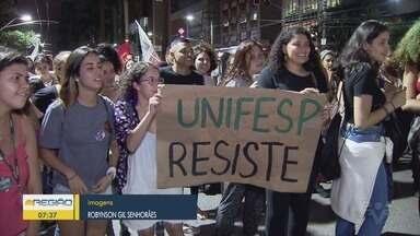 Estudantes e trabalhadores realizam protestos a favor da educação - Ação também foi ato contrário à Reforma da Previdência.