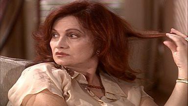 Capítulo de 24/03/2001 - Santiago salva Carlos. Vanessa convida Lalá para organizar a festa de seu noivado. Carlos pede a Daphne que não deboche de Cristal. Tony fica chocado ao saber da morte do amigo.