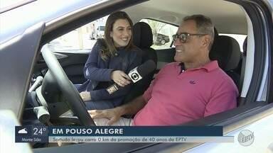Vencedor da promoção 'EPTV 40 Anos' recebe carro em Pouso Alegre, MG - Vencedor da promoção 'EPTV 40 Anos' recebe carro em Pouso Alegre, MG