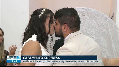 Vendedor vai à festa, achando que amigo ia se casar, mas o noivo era ele - Casamento surpresa.