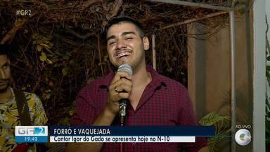 Igor do Gado se apresenta em uma festa no N-10 no Perímetro Irrigado Nilo Coelho - O clima é de vaquejada.