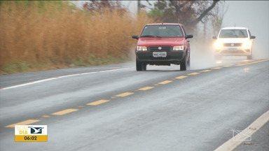 PRF alerta motoristas no Sul do Maranhão - Com o início do período de chuvas no sul do estado, a Polícia Rodoviária Federal (PRF) chama a atenção para os cuidados na hora de pegar a estrada com a pista molhada.