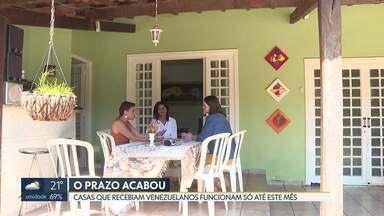 Casas que acolhiam venezuelanos vão ser fechadas - São 11 casas em São Sebastião. Cada uma recebia doze pessoas. O governo dos Estados Unidos pagava todas as despesas, mas o contrato com a Cáritas era de um ano e o prazo venceu este mês.