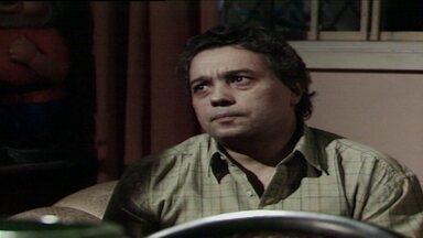 Capítulo de 20/05/1988 - Raquel se muda para a casa de Aldeíde. Fátima pede a Rubinho para avisar a Raquel que não a quer por perto. Heleninha reencontra o filho. Raquel vai à casa de Fátima.