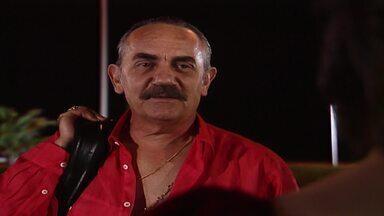 Capítulo de 13/11/1995 - Dara inventa que Serginho é amigo de uma vizinha e Jairo o chama para ir à festa com eles. Serginho descobre que Dara é noiva. Dara confessa a Soraya que não quer se casar com Igor.