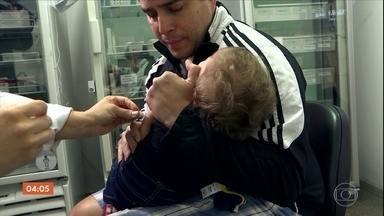 Campanha de vacinação contra o sarampo espera imunizar 2,6 mi de crianças - Público alvo são as crianças de seis meses a cinco anos. Em SP, movimento foi pequeno no primeiro dia de campanha.