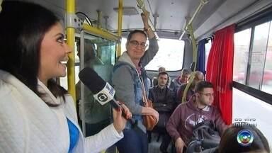 Passageiros reclamam do transporte intermunicipal que liga São Roque a Sorocaba - Passageiros que usam o transporte intermunicipal que vai de São Roque a Sorocaba (SP), têm reclamado das condições dos ônibus e da lotação.