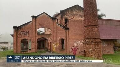 Em Ribeirão Pires, um prédio de 120 anos está deteriorando - O espaço é um lugar tombado como patrimônio histórico. A fábrica de sal fica bem no centro da cidade, perto da estação da CPTM e de escolas. Um lugar que poderia ser muito melhor aproveitado.
