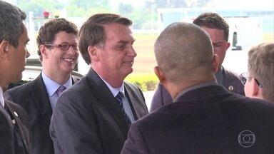 """Presidente Bolsonaro aconselha um apoiador a """"esquecer o PSL"""" - Jair Bolsonaro também disse que o presidente da sigla, o deputado Luciano Bivar está """"queimado pra caramba""""."""