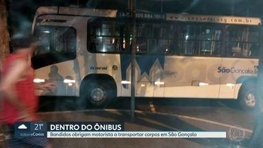 Bandidos obrigam motorista a transportar corpos em ônibus em São Gonçalo - O ônibus foi parado pelos traficantes na BR-101, que obrigaram o motorista a retirar dois corpos dentro da comunidade do Salgueiro e levá-los para o pronto-socorro.