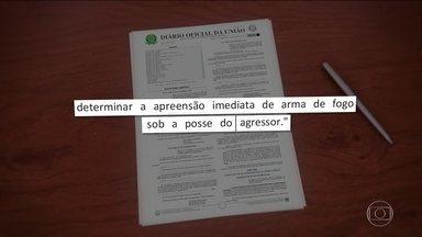 Projetos sancionados por Bolsonaro ampliam Lei Maria da Penha - Um dos projetos prevê apreensão de arma de fogo do agressor, outro dá prioridade a filhos da vítima na matrícula da escola.