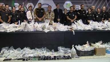 Centenas de celulares e roteador são encontrados em presídio de Goiás - A Secretaria de Segurança Pública disse que vai investigar como o material foi parar dentro do presídio.