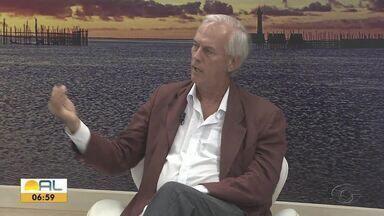 Especialista fala sobre manchas de óleo que surgiram nas praias - Gabriel Le Campion, mestre em Oceanografia Biológica, fala sobre o assunto.