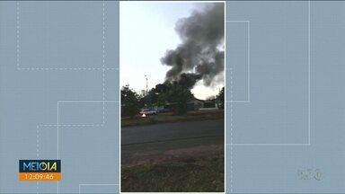 Incêndio consome casas em Rondon - As casas ficavam no mesmo terreno. Ninguém se feriu.