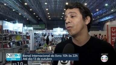 Lançamentos de livros são atração de bienal em Olinda - No evento, é possível comprar livros por até R$ 5
