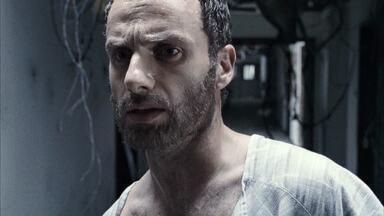Adeus, Passado - O oficial Rick Grimes acorda em um hospital abandonado e descobre que o planeta foi dominado por zumbis. Ele segue a procura de sua família e descobre que todos estão desaparecidos.