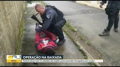 Policia atua nas 13 cidades da Baixada Fluminense para prender foragidos - Já foram efetuadas 20 prisões. Operação é feita pelas 19 delegacias da Baixada e liderada pela Polinter.